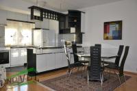 Se izdava namesten stan vo Skopje, Centar so povrshina od 97 m2.  Ekstra: Klima, Centralno Parno, Lift.  Cena: 0 EUR