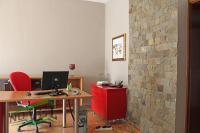Se izdava namesten kancelariski prostor vo Skopje, Centar so povrshina od 100 m2.  Ekstra: Renoviran, Upotrebna dozvola, Internet.  Cena: 500 EUR