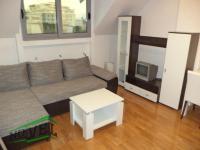Se izdava namesten stan vo Skopje, Centar so povrshina od 35 m2.  Ekstra: Klima, Sopstveno parno, Nova Zgrada.  Cena: 250 EUR