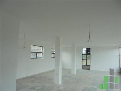 Se izdava prazen deloven objekt vo Skopje, Ilinden so povrshina od 260 m2.  Ekstra: Klima, Sopstveno parno.  Cena: 0 EUR