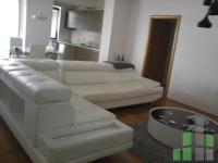 Se izdava namesten stan vo Skopje, Centar so povrshina od 107 m2.  Ekstra: Klima, Sopstveno parno, Lift, Nova Zgrada, Garaza.  Cena: 600 EUR