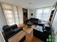 Se izdava namesten stan vo Skopje, Centar so povrshina od 86 m2.  Ekstra: Centralno Parno, Lift, Klima.  Cena: 250 EUR