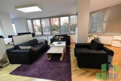 Furnished office for rent in Skopje, Taftalidze 1 with living area of 140 m2.  Extras: AC, Central Heating.  Cost: 1100 EUR