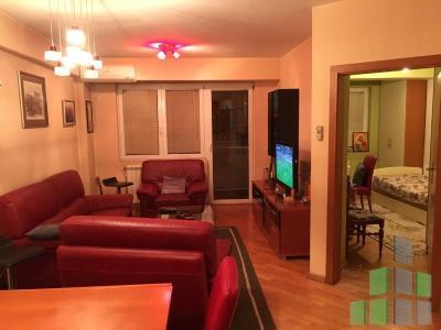 Се продава  стан во Скопје, Центар - Универзална Сала со површина од 73 m2.  Екстра: Клима, Централно Парно, Лифт, Нова Зграда, Паркинг, Кујнски елементи, Кујнски апарати.  Цена: 92000 EUR