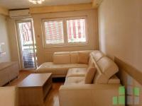 Se izdava namesten stan vo Skopje, Debar Maalo so povrshina od 50 m2.  Ekstra: Klima, Centralno Parno.  Cena: 380 EUR