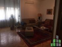 Se izdava namesten stan vo Skopje, Centar so povrshina od 60 m2.  Ekstra: Klima, Centralno Parno, Lift, Renoviran.  Cena: 250 EUR