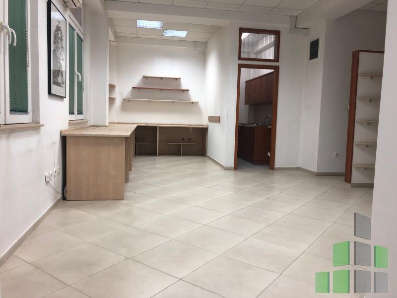 Се продава Канцеларија во Центар - Универзална Сала - N0193