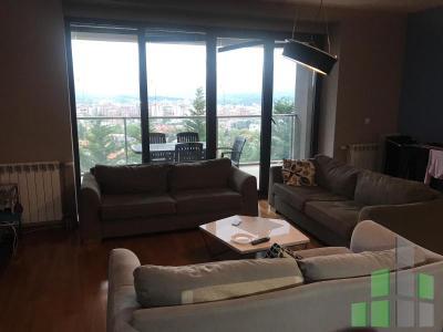 Se izdava namesten stan vo Skopje, Vodno so povrshina od 156 m2.  Ekstra: Klima, Sopstveno parno, Lift, Nova Zgrada, Garaza.  Cena: 1500 EUR