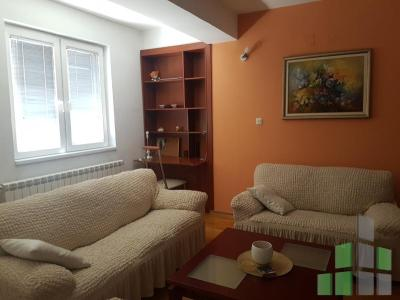 Furnished apartment for rent in Skopje, Centar - Univerzalna Sala with living area of 55 m2.  Extras: AC, Elevator, New Building, Garage, Central Heating.  Cost: 300 EUR