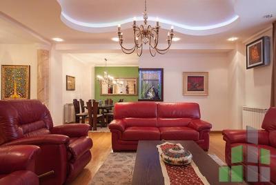 Se izdava namesten stan vo Skopje, Centar - Univerzalna Sala so povrshina od 120 m2.  Ekstra: Klima, Centralno Parno, Lift, Nova Zgrada, Parking, Garaza, Dvor.  Cena: 1000 EUR
