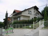 Se izdava namestena kukja vo Skopje, Crniche so povrshina od 350 m2.  Ekstra: Sopstveno parno, Parking, Garaza, Bazen.  Cena: 1600 EUR