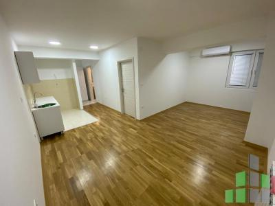 Empty apartment for rent in Skopje, Karposh 2 with living area of 52 m2.  Extras: AC, Central Heating, Elevator, New Building, Parking, Garage.  Cost: 250 EUR