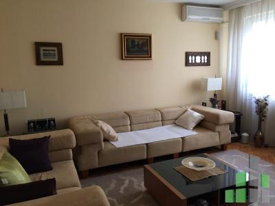 Furnished apartment for rent in Skopje, Taftalidze 1 with living area of 85 m2.  Extras: AC, Central Heating, Renovated.  Cost: 400 EUR