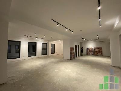 Се издава празен канцелариски простор во Скопје, Тафталиџе 1 со површина од 240 m2.  Екстра: Клима, Сопствено парно, Кујнски елементи, Кујнски апарати.  Цена: 2400 EUR