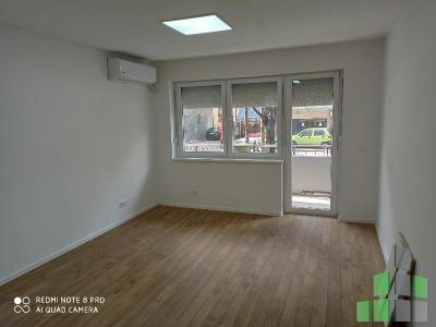 Empty office for rent in Skopje, Centar - Univerzalna Sala with living area of 68 m2.  Extras: Renovated, Kitchen elements, Parking, Kitchen appliances.  Cost: 500 EUR