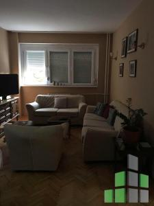 Furnished apartment for rent in Skopje, Kozle with living area of 70 m2.  Extras: AC, Central Heating, Renovated, Elevator.  Cost: 300 EUR