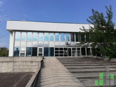 Se izdava prazen deloven objekt vo Skopje, Karposh 4 so povrshina od 1100 m2.  Ekstra: Sopstveno parno, Parking, Dvor.  Cena: 0 EUR