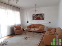 Se izdava namesten stan vo Skopje, Centar so povrshina od 106 m2.  Ekstra: Klima, Sopstveno parno, Lift.  Cena: 600 EUR