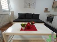 Se izdava namesten stan vo Skopje, Centar - Univerzalna Sala so povrshina od 54 m2.  Ekstra: Kratok prestoj, Klima, Centralno Parno.  Cena: 250 EUR
