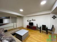 Se izdava namesten stan vo Skopje, Centar so povrshina od 50 m2.  Ekstra: Klima, Centralno Parno, Lift, Nova Zgrada.  Cena: 250 EUR