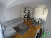Se izdava namesten stan vo Skopje, Debar Maalo so povrshina od 54 m2.  Ekstra: Klima, Centralno Parno, Lift, Nova Zgrada.  Cena: 380 EUR