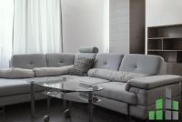 Se izdava namesten stan vo Skopje, Centar so povrshina od 55 m2.  Ekstra: Klima, Greenje na struja, Lift, Nova Zgrada, Kratok prestoj.  Cena: 350 EUR
