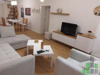 Se izdava namesten stan vo Skopje, Centar so povrshina od 61 m2.  Ekstra: Klima, Greenje na struja.  Cena: 400 EUR
