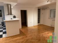 Se izdava prazen kancelariski prostor vo Skopje, Karposh 3 so povrshina od 65 m2.  Ekstra: Klima, Centralno Parno, Lift, Renoviran, Parking, Alarm.  Cena: 300 EUR