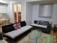 Se izdava namesten stan vo Skopje, Centar so povrshina od 33 m2.  Ekstra: Centralno Parno, Lift, Klima.  Cena: 180 EUR