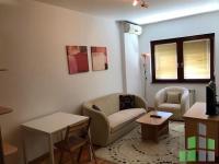 Se izdava namesten stan vo Skopje, Vodno so povrshina od 43 m2.  Ekstra: Klima, Lift, Nova Zgrada, Garaza, Kratok prestoj.  Cena: 230 EUR