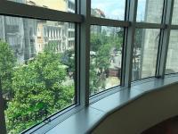 Se izdava prazen kancelariski prostor vo Skopje, Centar so povrshina od 200 m2.  Ekstra: Centralno Parno, Klima, Upotrebna dozvola, Kujnski elementi, Kujnski aparati.  Cena: 1750 EUR